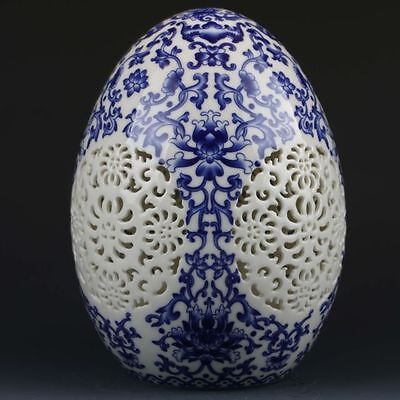 Chinese Blue &White Porcelain Hand-Painted Flower Spherical Hollow Carved Vase.b