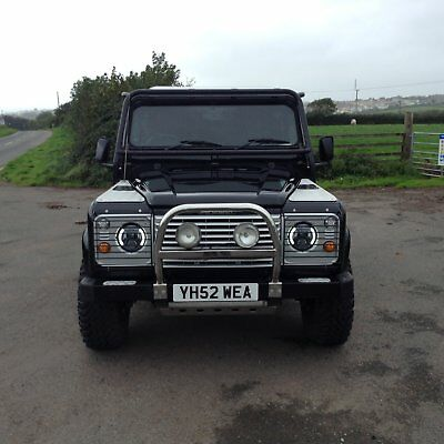 land rover defender 90 td5 County 2003 black edition tomb raider style