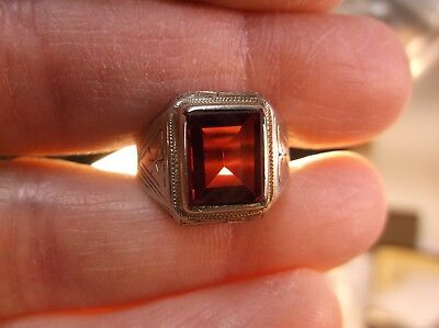 Beautiful Old Vtg Antique Art Deco 10K White Gold & Deep Red Ruby Signet Ring
