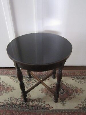 Wonderful Antique Vintage Tudor Style Large Display Side Table With Glass Top.