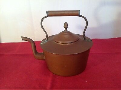 VINTAGE COPPER KETTLE .Measures 22cm to top of handle.