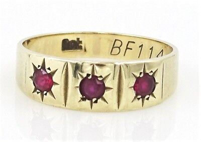 Beautiful VINTAGE 9ct Yellow Gold Ruby Ring