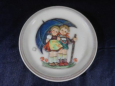 1975 Stormy Weather #280 M.I. Hummel Goebel Anniversary Plate First Edition