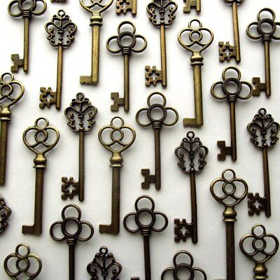 Mixed Set Of 30 Vintage Skeleton Keys In Antique Bronze Keys Large Skeleton