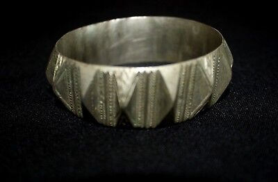 Old Berber Bracelet - Ethnic Moroccan Tribal Handicrafts Engraved Bracelet