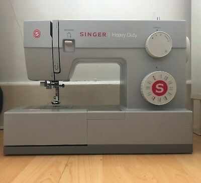 Singer Heavy Duty 4423 Sewing Machine SPARES OR NEEDS REPAIR
