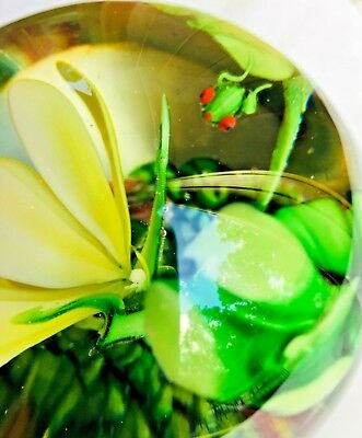 ANGEL'S AUCTION VINTAGE? AMAZING with TINY RAINFOREST FROG GLASS PAPERWEIGHT