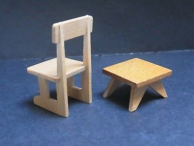 alter Stuhl und Hocker Tisch Puppenstube dollhouse chair table vintage