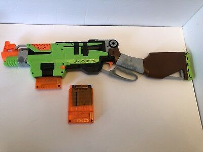 🇨🇦NERF🇨🇦 Zombie Strike Slingfire (Additional Items May Ship Free)