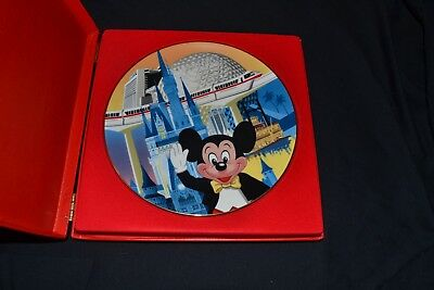 Walt Disney World Collector's Plate Mickey Mouse 15th Anniversary Ed Hard Case