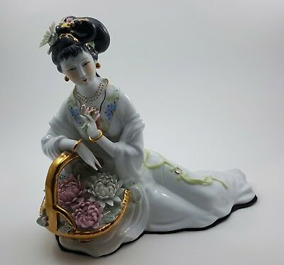 Superb Vintage Large Japanese Geisha Figurine In White 24Kt Gold Accents