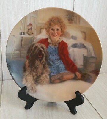 """Knowles Little Orphan Annie Collector Plate """"Annie and Sandy"""" 1982 With Hanger"""
