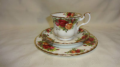 Vintage Royal Albert Old Country Roses Trio - Cup , Saucer & Side Plate (ref 1)