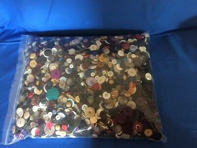 300 pcs MIXED LOT of VINTAGE to NEW Buttons ALL TYPE, SIZE, COLOR  ASSORTMENT B