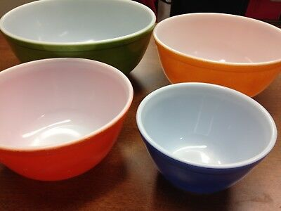 Vintage Pyrex Nesting Mixing Bowl Set - Green/Yellow/Red/Blue #401-404