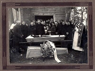 early 1900 OPEN COFFIN LADY POST MORTEM CATHOLIC PRIEST , PHOTO ON CARDBOARD