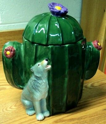 2004 SOUTHWEST SPIRIT Big Sky Carvers CACTUS with HOWLING COYOTE COOKIE JAR