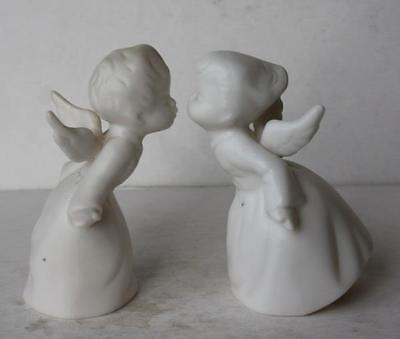kissing angels figurine Vintage