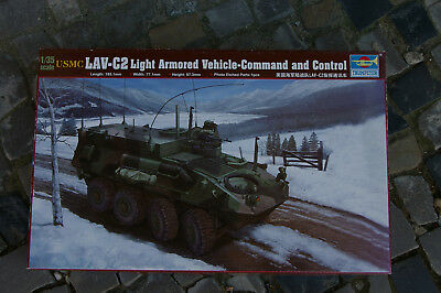1:35 Trumpeter 00371 USMC LAV-C2 Light Armored Vehicle-Command and Control