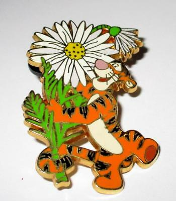 Tigger Daisy Flower Surprise Disney WDW LE 1000 Pin 38023 Winnie The Pooh Friend