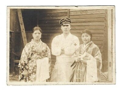 OLD VINTAGE WWII JAPANESE PHOTO IMPERIAL ARMY CORPSMAN w/ WOMEN NURSES JAPAN