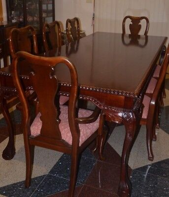Solid Wood Dinning Room Table - Beautiful Style and Workmanship
