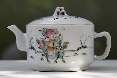 Porcelain round teapot, Tongzhi mark and of the period,  Qing, 19th C. China