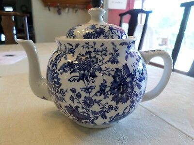 ANTIQUE BUFFALO POTTERY  TEAPOT WITH STRAINER TEA BALL  blue and white