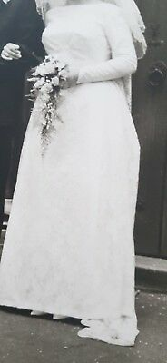 1964 Vintage lace Wedding Dress with attached long trane