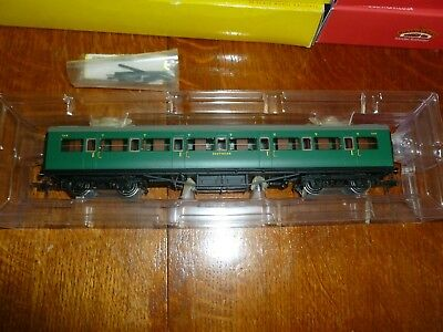 Hornby R4390A SR Maunsell Corridor Low Window 1st Class Coach no 7215  00 gauge