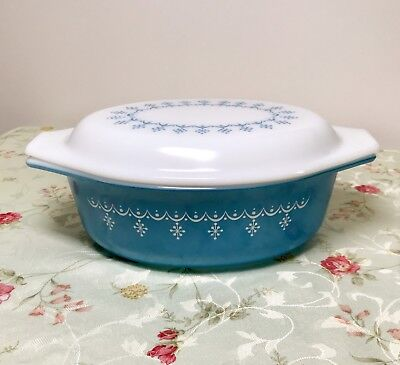 Vintage Pyrex Snowflake Garland Blue Oval Covered Casserole 1.5 Qt