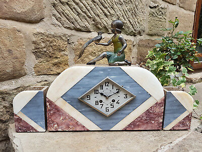 A stylish 1930's art deco marble clock set by French maker A L'etoile, Reims