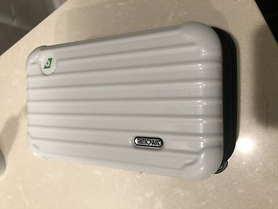 White (2017) EVA Air Rimowa Amenity Kit