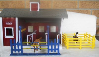 Stablemates Red Stable Barn and 4 Breyer Horses