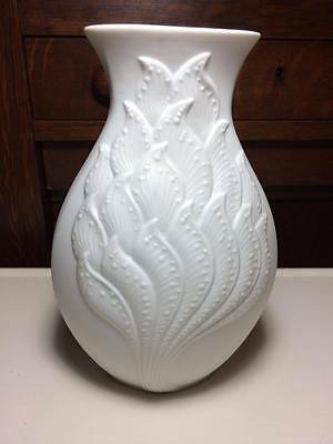 Kaiser M.Frey #580 West German porcelain bisque vase