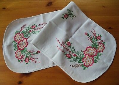 Pretty Vintage Hand Embroidered Table Runner Red Flowers Buds Green Leaves