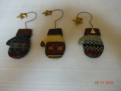 Williraye Studios 3 Mittens Folk Art Ornaments Retired With Gold Stars