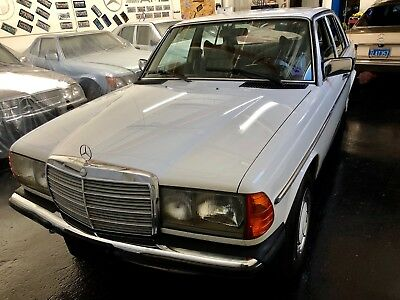 1978 Mercedes-Benz 200-Series  1978 Mercedes-Benz 230 European Delivery Rare Manual Transmission....