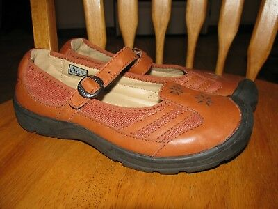 Womans Keen shoes size 8