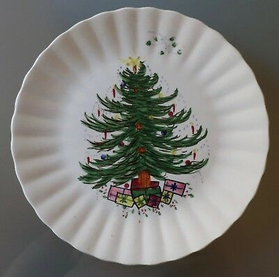"Blue Ridge Christmas Tree w/Presents & Mistletoe 10.25"" Dinner Plate"