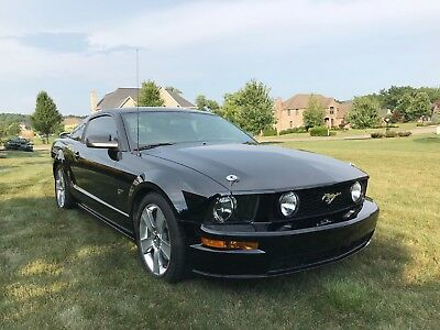 2006 Ford Mustang Premium GT MINT 2006 Ford Mustang Premium GT 27K Miles!