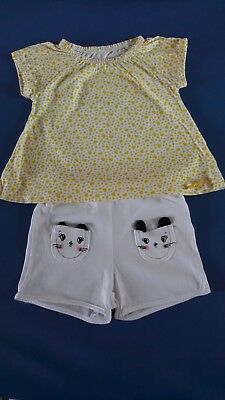 °°° Ensemble t-shirt jaune et short poche chats T.18 mois °°°