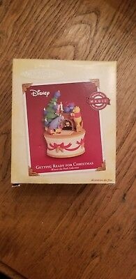 Hallmark Ornament Winnie the Pooh Getting Ready For Christmas Magic  2005