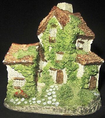 Collectable David Winter At Center Village Series Ivy Cottage 1982-1992 Mould 2