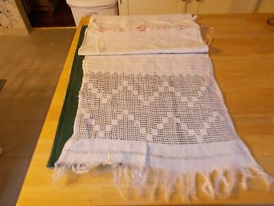 1800S Show Towel With Cross Stitched Initals  Flowers In Vases And Lace Panel