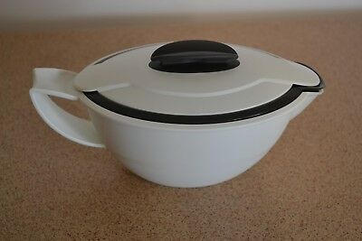 Tupperware Insulated Gravy Boat,
