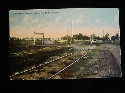 Grand Forks ND, Entrance to Lincoln Park, Trolley
