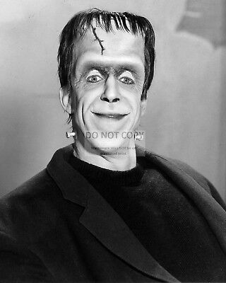"Fred Gwynne As ""Herman Munster"" In ""The Munsters"" - 8X10 Publicity Photo (Rt287)"