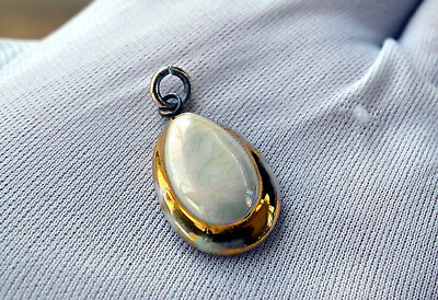 Vintage Pendant Necklace Mother of Pearl Gold Antique Retro