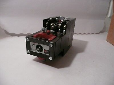 New Cutler-Hammer Type M Latched Relay D26Mr402 Series A3